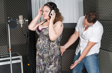 Cute fat singer dicked in studio